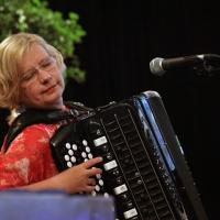 Maria Kalaniemi 1) Mao Lindholm