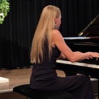 Mikkola vid pianot