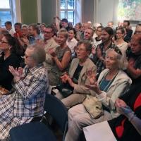 Mikkolas publik applåderar